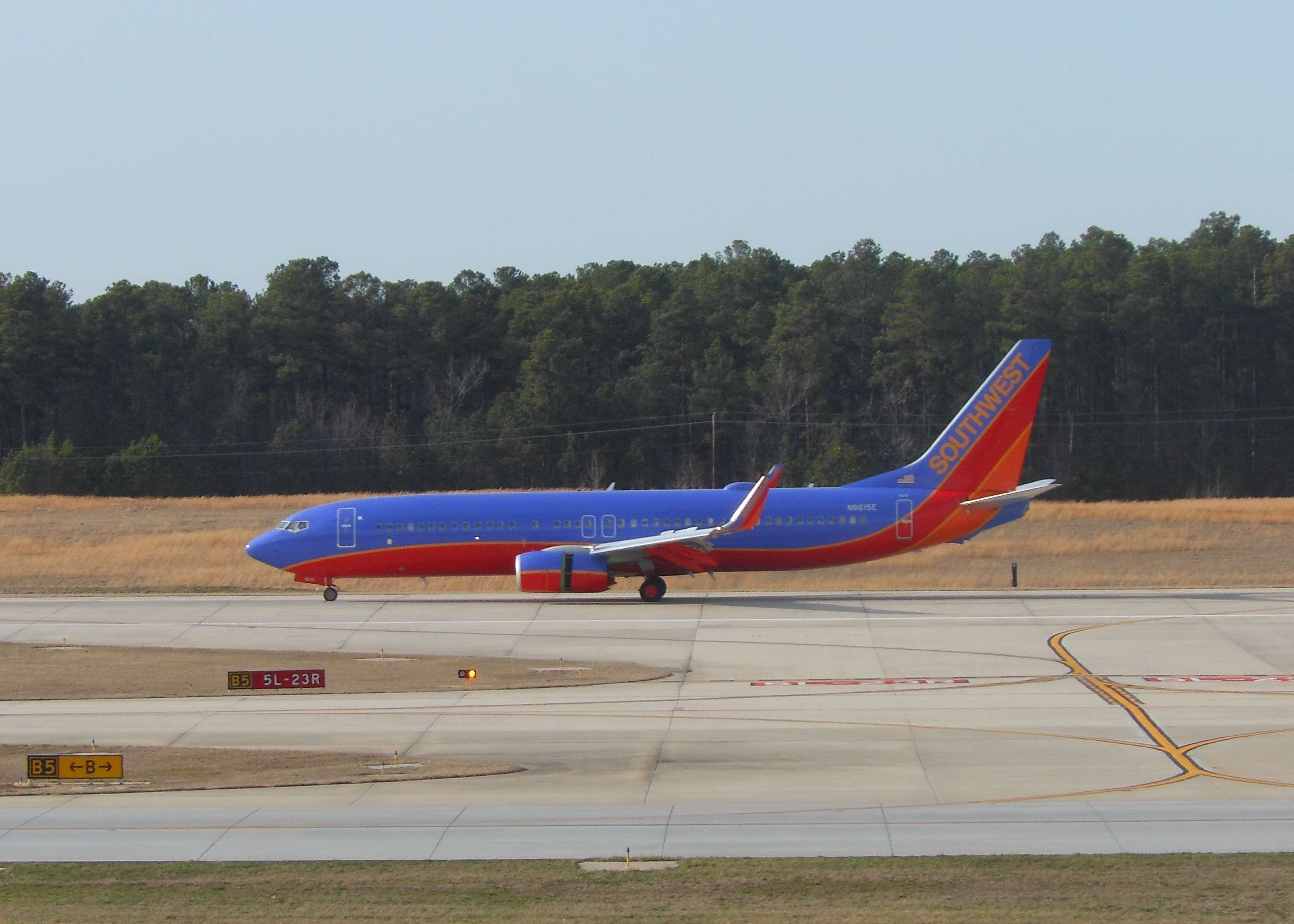 Southwest_Airlines_Landing_at_RDU_Airport